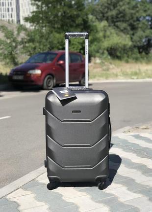 Средний пластиковый чемодан из полекарбоната  цвет графит