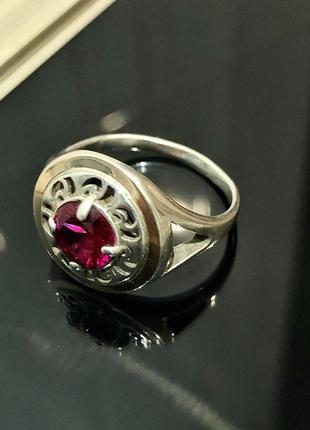 Серебряное кольцо 925 проба с позолотой и рубином.18-18,5 р.