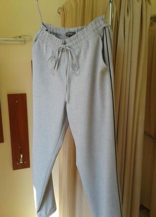Класные брюки с высокой посадкой .40-42р.