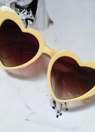 Женские очки солнцезащитные в форме сердца бежевый