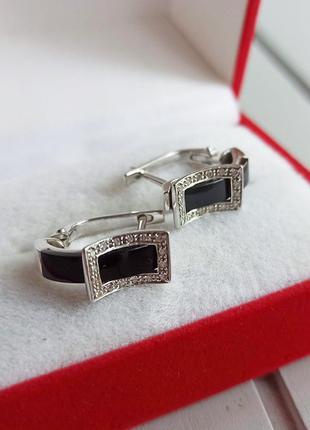 Золотые серьги с бриллиантами и черным агатом