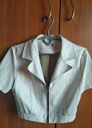 Укороченный, кожаный пиджачок