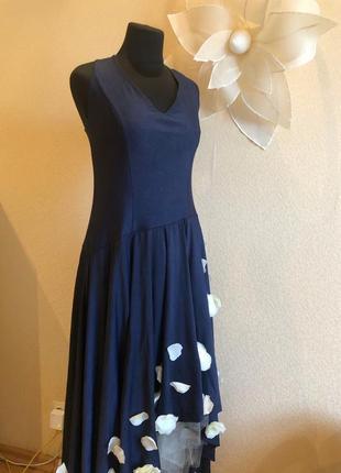 Нарядное платье с цветами лепестками синее вечернее в пол