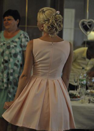 Нарядное платье нежно-розового цвета