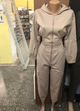 Бежевый укороченный моднейший сп костюм
