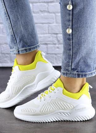 Модные яркие женские кроссовки