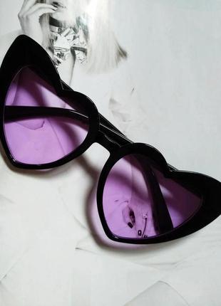Женские очки солнцезащитные в форме сердца чёрный с фиолетовым