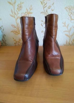 Шкіряні чобіткиklarks  розмір 5 або 38 по ст 25,5танк 5 см