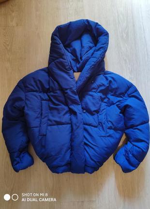 Ярко-синяя новая объемная зимняя куртка springfield на кнопках с капюшоном