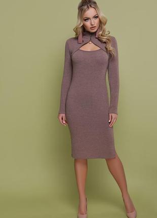 Ангоровое шерстяное платье миди с замочком на шее под горло
