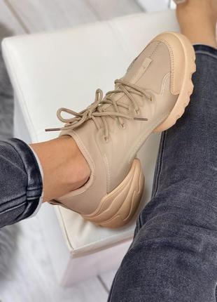 Бежевые, удобные кроссовки