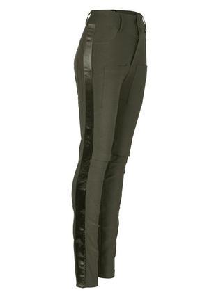 Стрейчевые брюки цвета хаки nu denmark