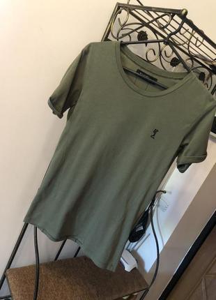Крутая футболка хаки