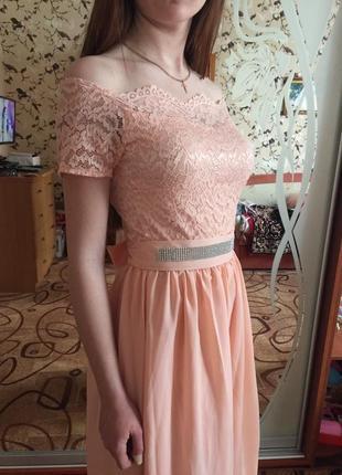 Легкое персиковое, вечернее платье.