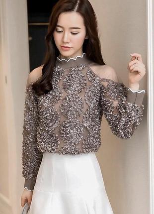 Красивая нарядная кофта на плечах фатиновые вставки, декорирована ленточками в виде цветка
