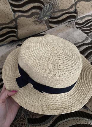 Светлая классическая коричневая шляпка с короткими полями обхват 58см