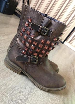 Очень стильные осенние ботинки из эко-кожи с камнями
