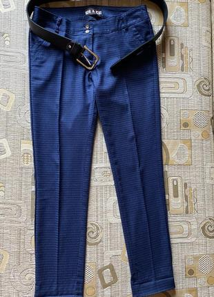 Очень красивые классические строгие брюки на худенькую девушку или подростка