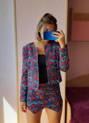 Яркий стильный брендовый костюм пиджак шорты