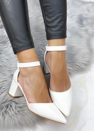 Туфли на удобном каблуке - белого молочного цвета