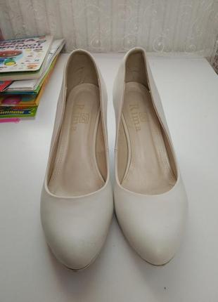 Кожаные белые свадебные туфли