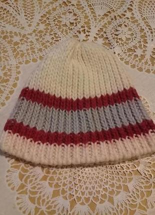 Вязанная шапочка divided