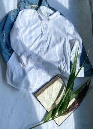Крута рубашка білого кольору