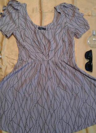 Симпатичне плаття в горошок