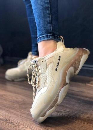 Прекрасные трендовые женские кроссовки balenciaga triple s бежевые