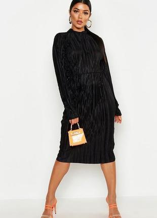 Чорное платье миди