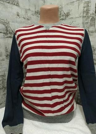 Очень классный свитерок красный в полоску