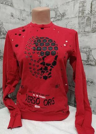 Красная кофта с длинным рукавом