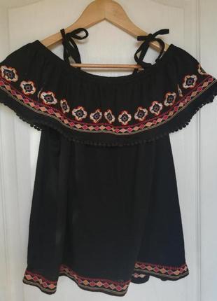Блузка/футболка з декором/вишиванка
