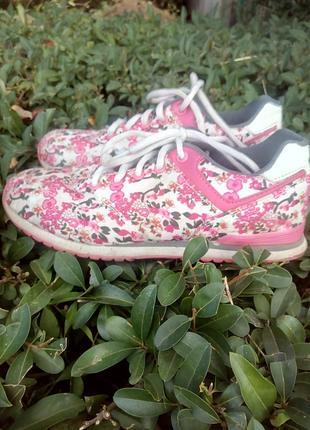 Стильные кроссовки для девочек bejo  в цветочек