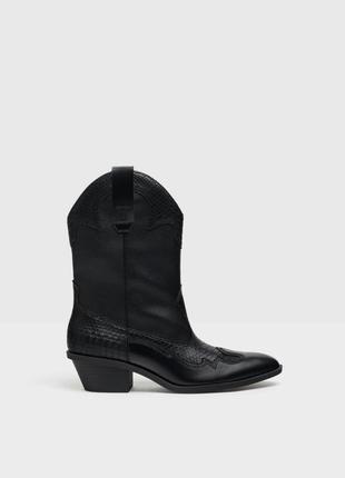Черные стильные ботинки сапоги от bershka тренд 2020