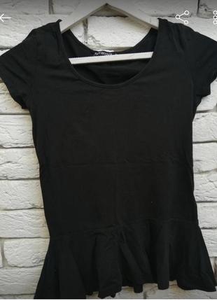 Базова футболка з баскою