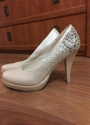 Свадебные туфельки с камушками цвета айвори
