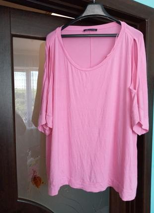 Велика рожева футболка