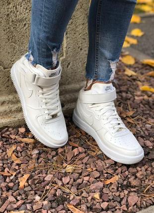 Кроссовки белые на осень