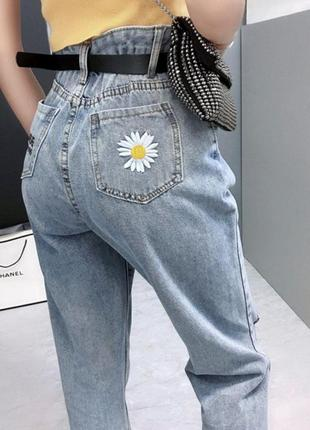 Трендовые mom jeans с вышивкой