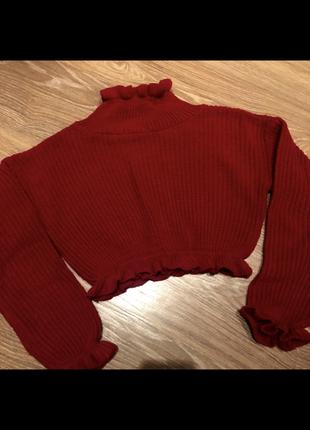 Красный свитер с рюшками воланами