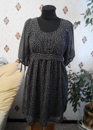 Шифоновое платье с объёмными рукавами на завязках , вырезом на спинке s/m