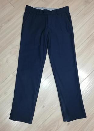 Школьные брюки на мальчика в идеальном состоянии