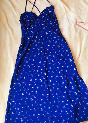 Платье в пол на тонких бретелях