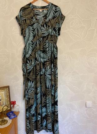 Очень красивое платье в принт пальмы h&m большойц размер