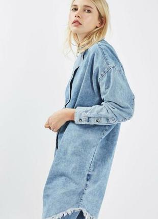 Стильная джинсовая длинная рубашка оверсайз topshop