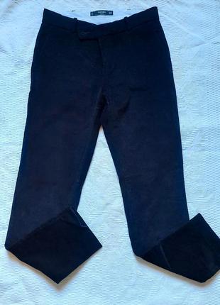 Вельветовые брюки на средней посадке.