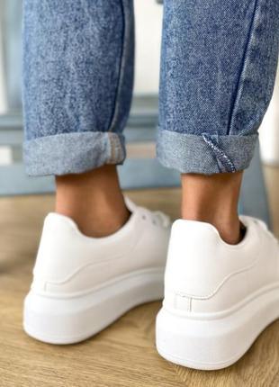 Продам кроссовки на осень