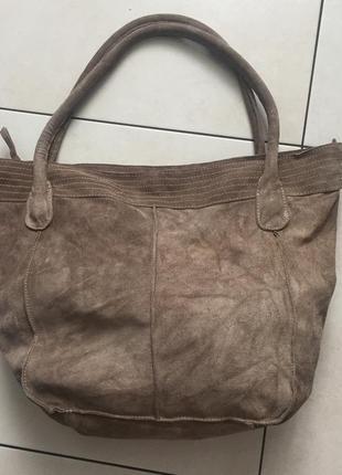 Вместительная итальянская замшевая сумка