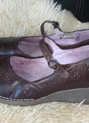 Шкіряні туфлі на танкетці